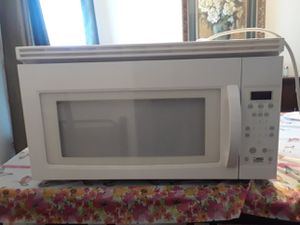 Kenmore large capacity microwave for Sale in St. Louis, MO