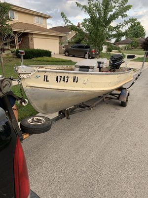 14' Boat w/ Trailer and Goodies for Sale in Palos Hills, IL