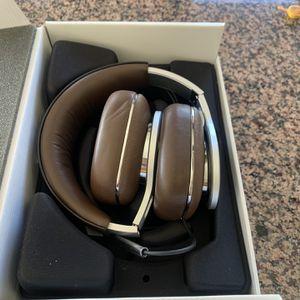 Bowers Headphones P9 New Recertified MSRP $999 for Sale in Laguna Niguel, CA