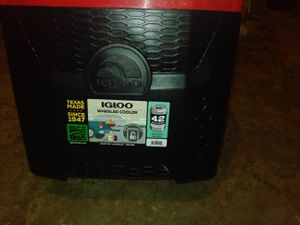Igloo wheeled cooler 28qt roller for Sale in Fresno, CA