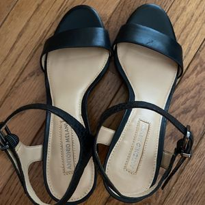 Sandals 5.5M Women for Sale in Grayson, GA