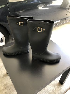 RAIN BOOTS SIZE 6 for Sale in Poway, CA
