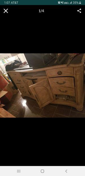 Free dresser for Sale in Fontana, CA