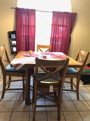 Dining table with 4 chairs like new. $290 for Sale in Murray, KY