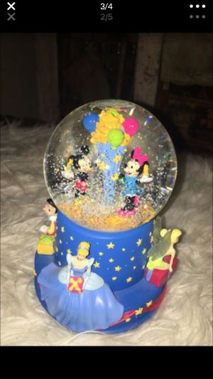 Snow globe Walt Disney snow globe plays when you wish upon a star in excellent conditions for Sale in Puyallup, WA