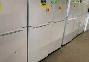 Magic chef refrigerators 10.1 ft.³HMDR100WE 6 1A for Sale in Webster, TX