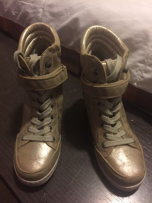 Women's boots size 8.5 for Sale in Miami, FL