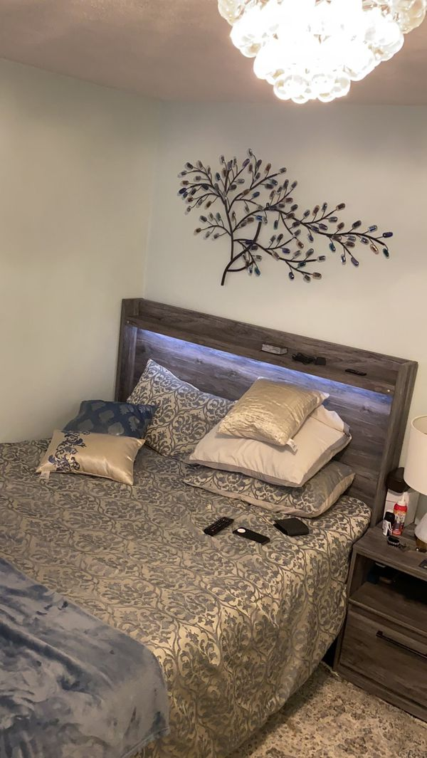 Queen Size bedroom frame+box+memory foam mattress+night stand+Lux lamp+dresser and fireplace.