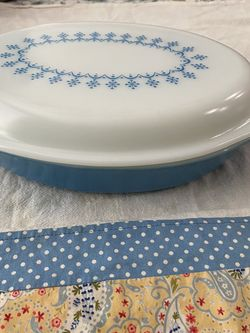 Vintage Pyrex Snowflake Garland Divided Dish 1qt for Sale in Modesto,  CA