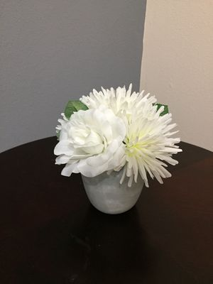 Flower with vase for Sale in Manor, TX