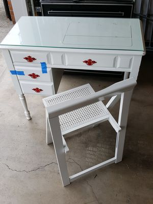 Small sewing tablet/desk with chair. for Sale in Happy Valley, OR