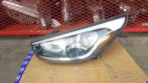 2015 Hyundai Tucson - Headlight - Driver Side, HALOGEN OEM LED for Sale in Los Angeles, CA