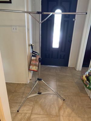 Tripod Clothes Drying Rack for hanging clothes for Sale in Covina, CA