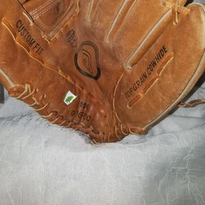 BASEBALL GLOVE for Sale in Pearland, TX