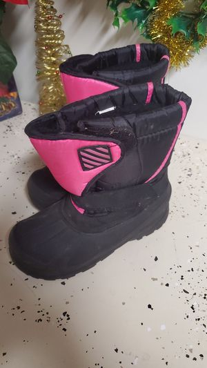 Girls snow boots size 4 for Sale in Rockford, IL