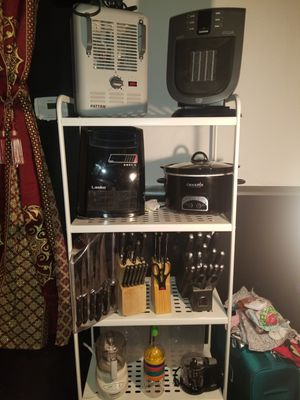Heaters, crockpot and more for Sale in Union City, GA