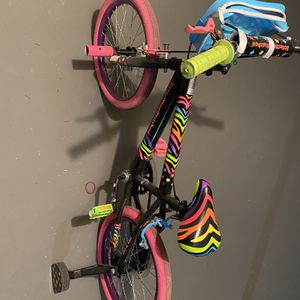Girl Bike And helmet for Sale in Burbank, IL