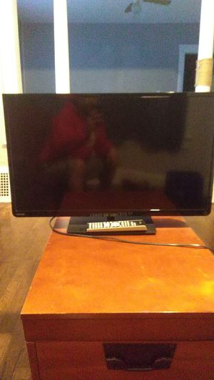 """Toshiba 32"""" TV for Sale in Cleveland, OH"""