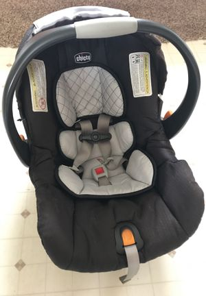 Black and gray CHICCO baby car seat!!! for Sale in Green Bay, WI