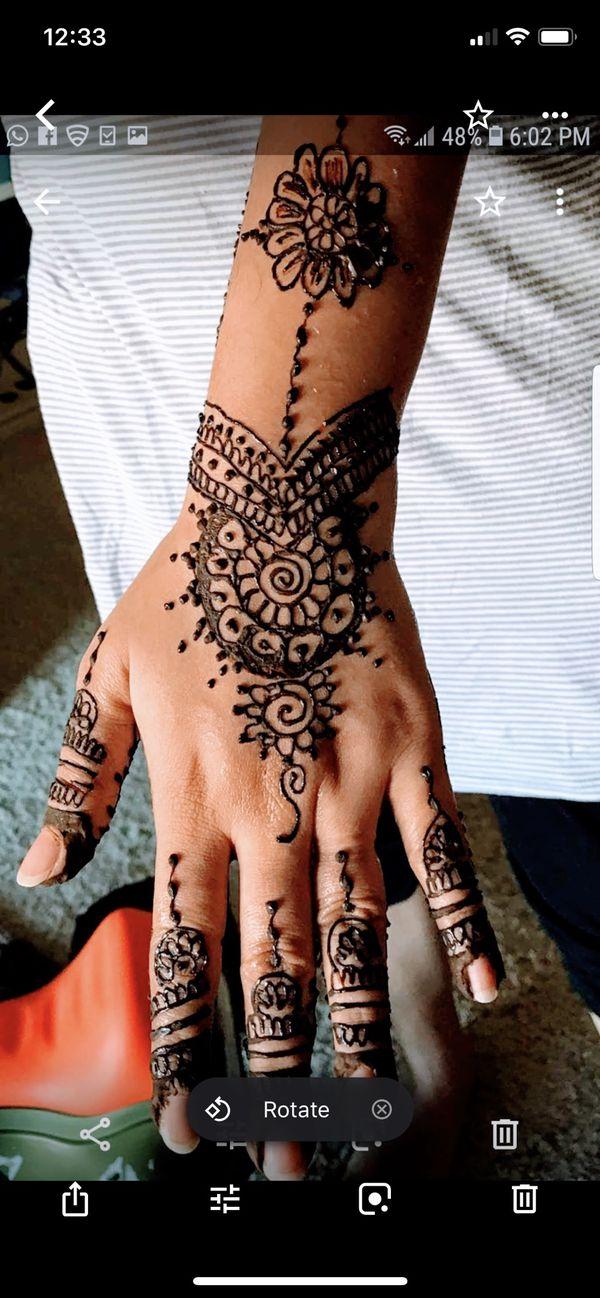 Tattoo with henna mehndi