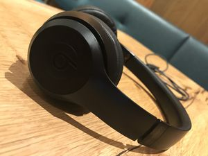 BEATS SOLO 3 WIRELESS BLACK NOISE CANCELING BLUETOOTH HEADPHONES for Sale in Los Angeles, CA