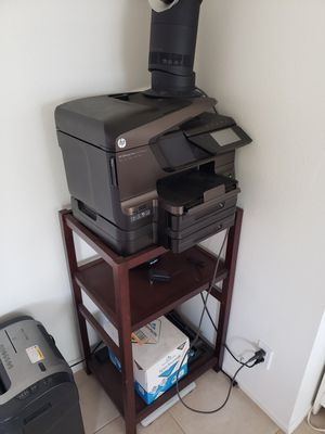 HP projet 8600, table, rechargeable batteries, rack and stand for Sale in Stanton, CA