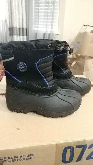 Totes brand kids snow boots for Sale in Boring, OR