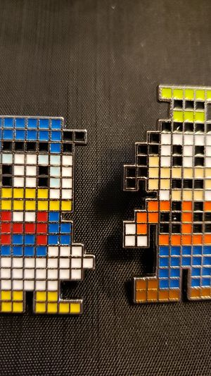 Set of 2 Disney pixel Donald and Goofy trading pins. for Sale in Bonney Lake, WA