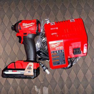 Milwaukee Drill De impacto Con Batería 3.0 Y Cargador Nuevo for Sale in Los Angeles, CA