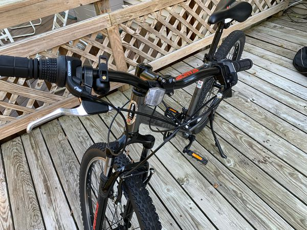 "Men's Mountain Bike 27.5"" with bike cover."