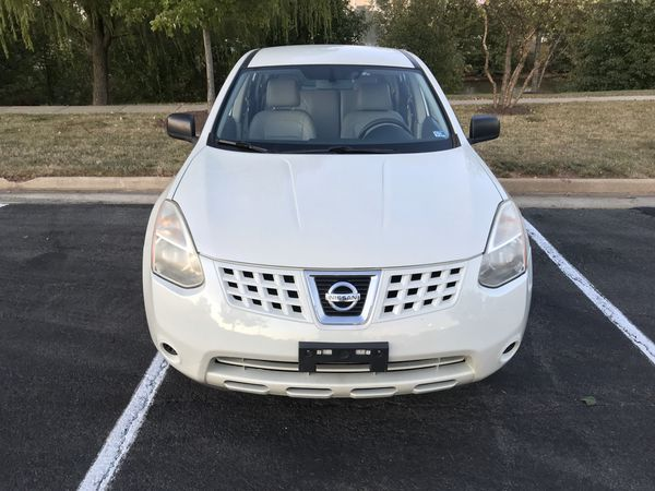 2009 Nissan Rogue AWD. With leather seats.