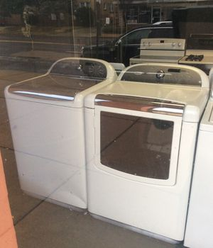 Whirlpool Cabrio platinum electric dryer and washer machine set, steam cycle on dryer for Sale in St. Louis, MO