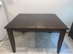 Dining table for Sale in New Britain, CT