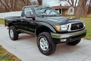 V4 2.7L 4x4 Toyota Tacoma 2001 – Upgraded for Sale in Cleveland, OH