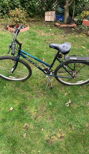 Giant men's mountain bike 26 inch tires for Sale in Hicksville, NY