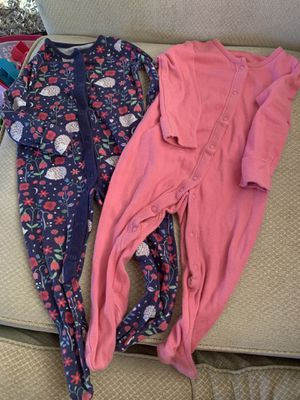 pajamas for baby girl 6-9 months FREE for Sale in Sunrise, FL