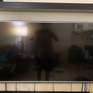 LG 46 INCH LED FULL HD TV for Sale in Aurora, CO