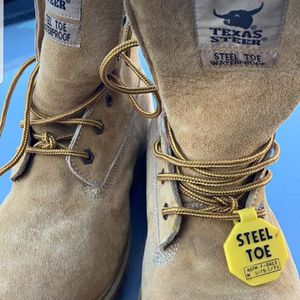 2 pair of construction Work SIZE 9 boots steel toe waterproof for Sale in South Elgin, IL
