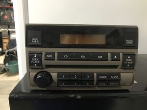 2006 Nissan Altima CD player for Sale in Bakersfield, CA