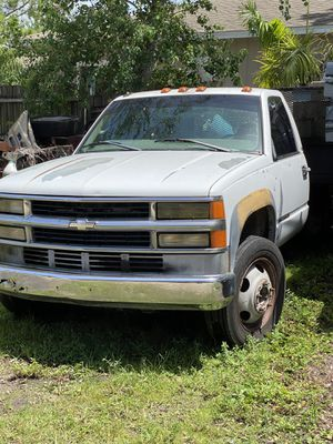 Chevy 2000 HD3500 for Sale in St. Petersburg, FL