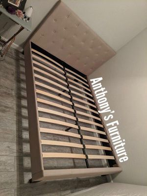 Queen bed frame for Sale in Lynwood, CA