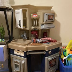 Little Tike's Kids Play Kitchen for Sale in Queens, NY