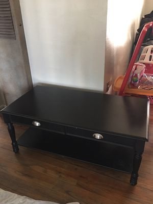 LIKE NEW DARK CHERRY WOOD COFFEE TABLE OR TV STAND for Sale in Fresno, CA
