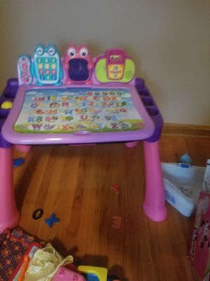 girls play desk table for Sale in Dickinson, ND