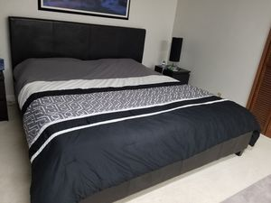 Like New Black Queen Bed Frame for Sale in Bellevue, WA