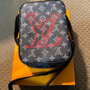 Louis Vuitton Monogram Upside Down Bag for Sale in Hollywood, FL