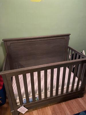 Matching Crib and Changing table (Simmons furniture ) for Sale in OGONTZ CAMPUS, PA