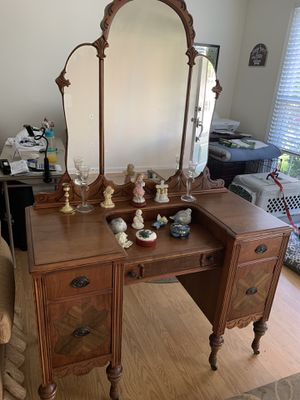 Antique Dressing Table for Sale in Marietta, GA