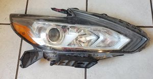 2014 Maxima Headlight Passenger side for Sale in Phoenix, AZ