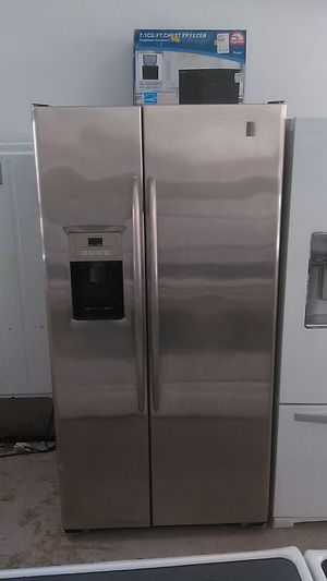 GE stainless steel side by side refrigerator for Sale in Miami, FL